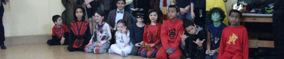 Skolebørn gruppebillede fastelavn